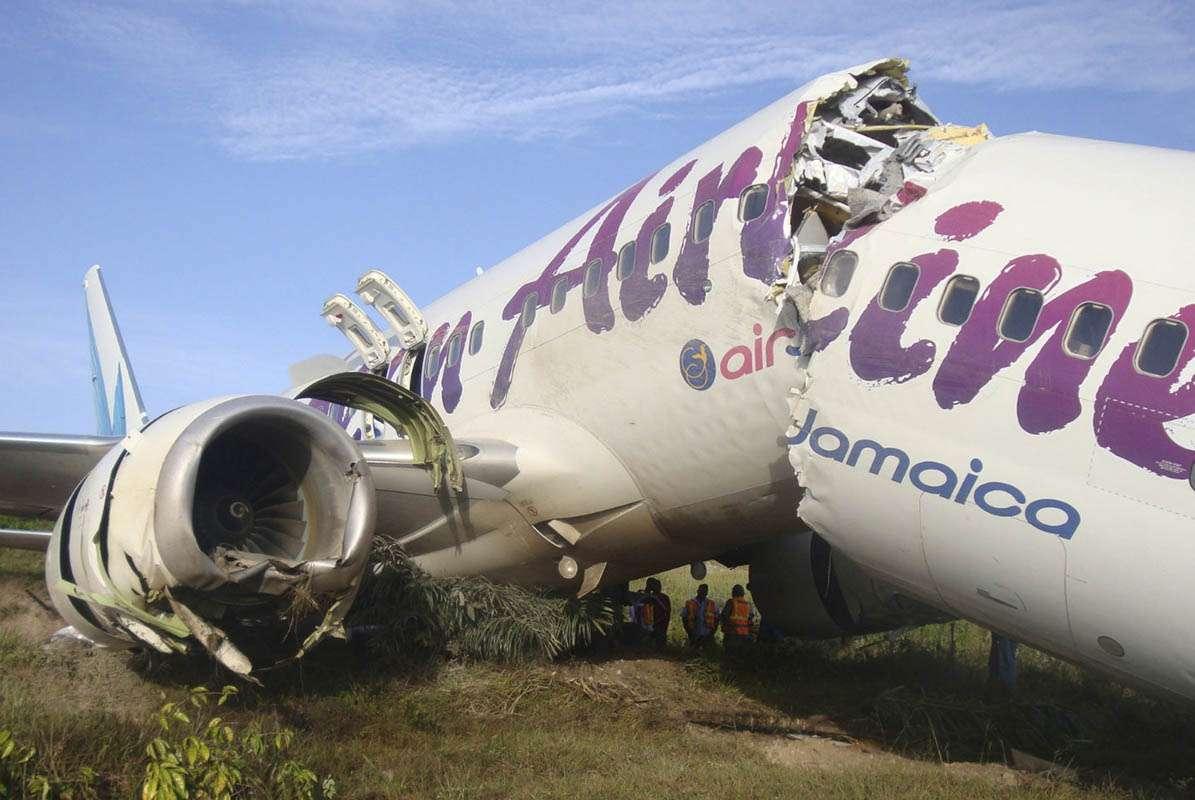 20110730t204941z5674367 - Ningún fallecido tras partirse el avión del vuelo BW523